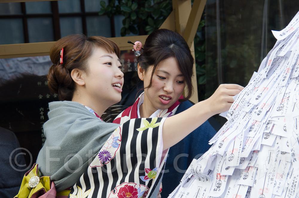 In kimono per onorare la tradizione e subito dopo condividerla